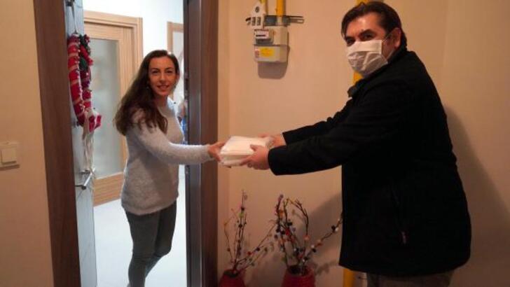 Kadınlar, belediyenin desteğiyle maske üretiyor
