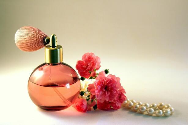 Parfüm sıkmak orucu bozar mı? Oruçluyken parfüm sıkmak orucu bozar mı?