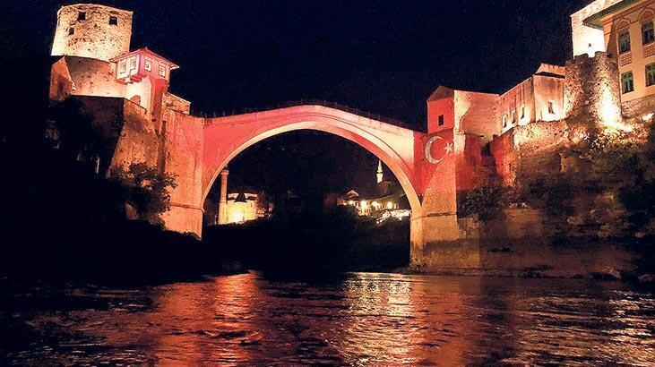 Ay yıldızlı Mostar Köprüsü