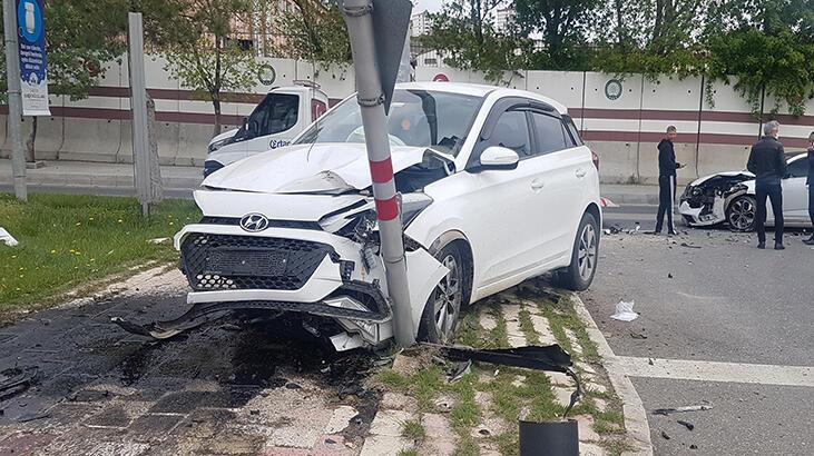 Kırmızı ışıkta geçen otomobil kaza yaptı: 2 yaralı