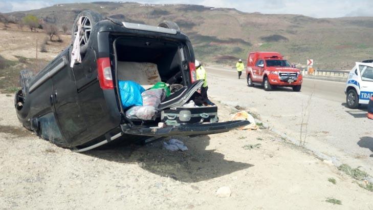 Hafif ticari araç devrildi! İçindeki 6 kişi yaralandı