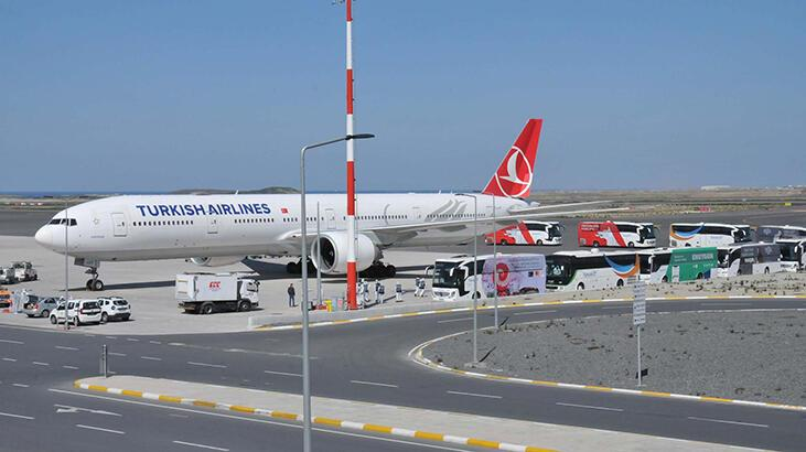 Dubai ve Suudi Arabistan'dan tahliye edilen Türk vatandaşları yurda döndü