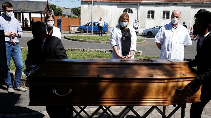 Son dakika haberi... Fransa'da corona virüsten hayatını kaybedenlerin sayısı 21 bin 856'ya yükseldi
