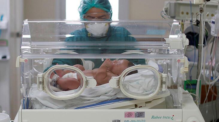 İran'da 800 gram ağırlığındaki prematüre bebek corona virüsü yendi