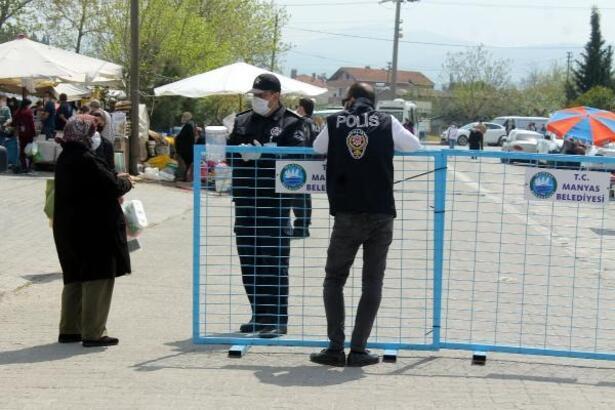 Vatandaşlar sıkı kontrollerle pazara alındı