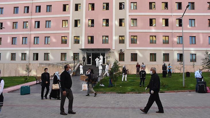 Suudi Arabistan'dan Malatya'ya getirilen 336 Türk, memleketlerine uğurlandı