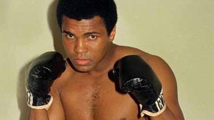 Muhammed Ali'nin eldivenlerine 1.1 milyon dolar ödedi