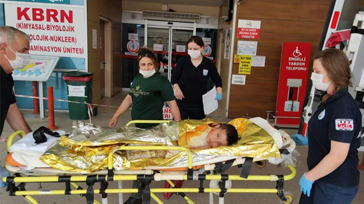 Annesinin otomobilde bıraktığı çocuk, çıkan yangında ağır yaralandı