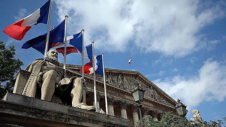 Fransa ekonomisi ilk çeyrekte Kovid-19'un etkisiyle yüzde 5,8 daraldı