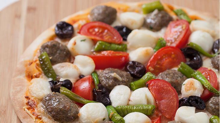 Köfteli pizza tarifi