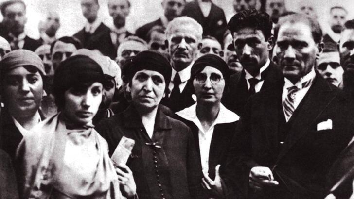 Seçme ve seçilme hakkı nedir? Türkiye'de kadınlara seçme ve seçilme hakkı ne zaman verilmiştir?