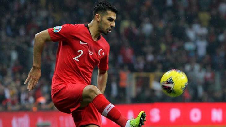 Bakan Kasapoğlu karantinadaki milli futbolcu Zeki Çelik ile görüştü