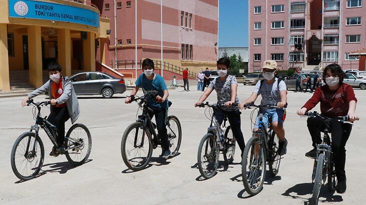 Burdur'da çocuklar park ve bahçeleri doldurdu
