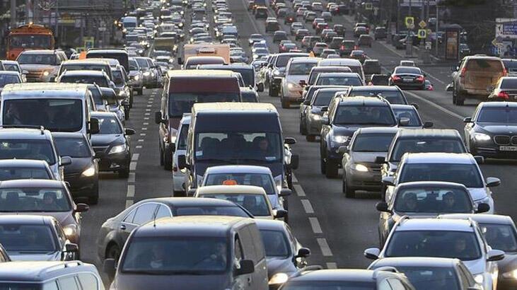 Özel araçla şehirler arası seyahat etmek için izin belgesi gerekli mi? Şehirler arası seyahat yasakları ne zaman sona erecek, yollar ne zaman açılacak?