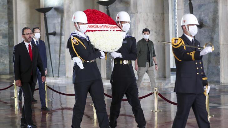 Bakan Kasapoğlu Anıtkabir'i ziyaret etti