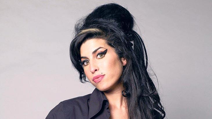 Winehouse'un ayakkabısı açık artırmada
