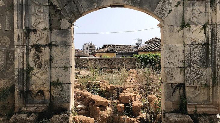 Yivli Minare'nin restorasyonunda 40 mezar bulundu