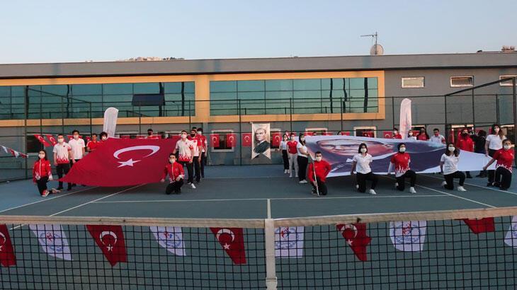 Trabzon'da milli sporcular İstiklal Marşı'nı seslendirdi