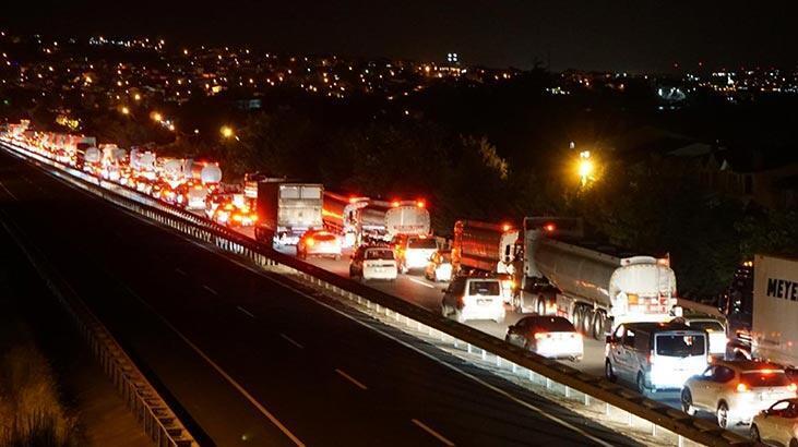 Tekirdağ-İstanbul yolunda kısıtlama sonrası araç kuyruğu