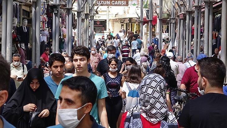 Bursa'da bayram alışverişi yoğunluğu! Akın ettiler