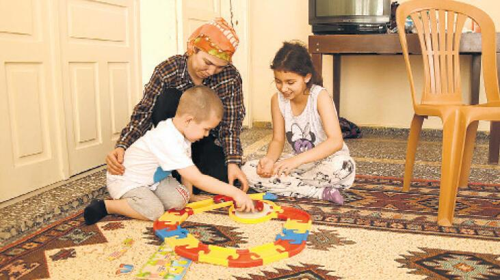 Üç çocuğuyla çaresiz kaldı