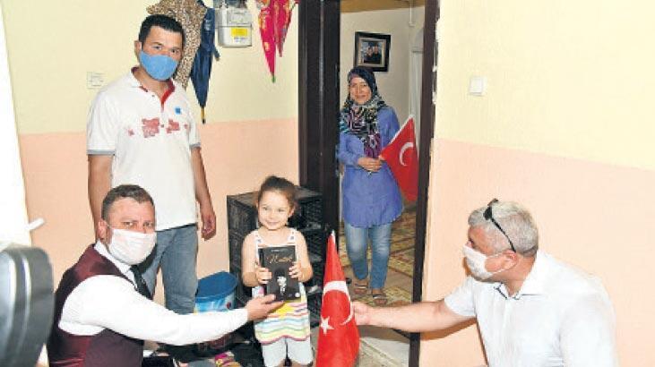 19 bin Türk bayrağı ve Nutuk dağıtıldı