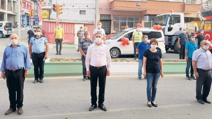Sokak sokak gezdi, bayramı kutladı