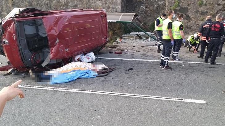 Son dakika... Trabzon'da minibüs durağa çarpıp! Ölü ve yaralılar var