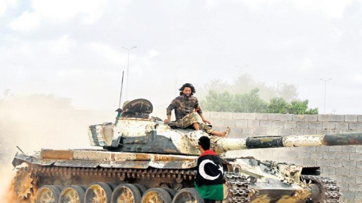 Libya ordusu, Vişke'de Hafter milislerine ait zırhlı araçları vurdu