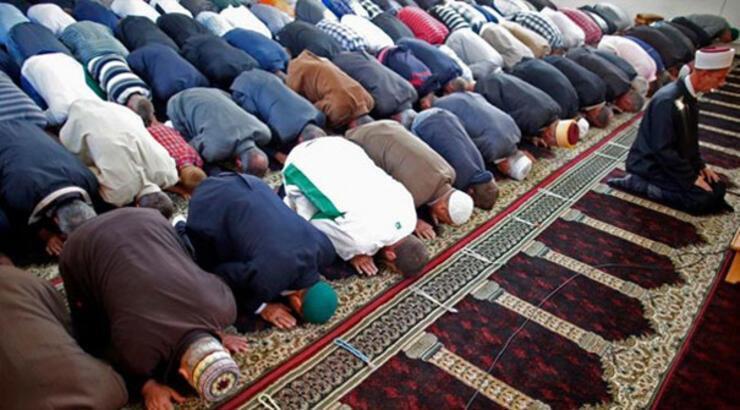 Camiler bugün açık mı, Bayram namazı camide kılınacak mı? Ramazan Bayramı namazı ne zaman saat kaçta kılınacak?