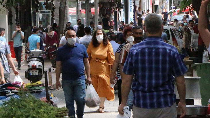 Adıyaman'da vatandaşlar çarşılara akın etti