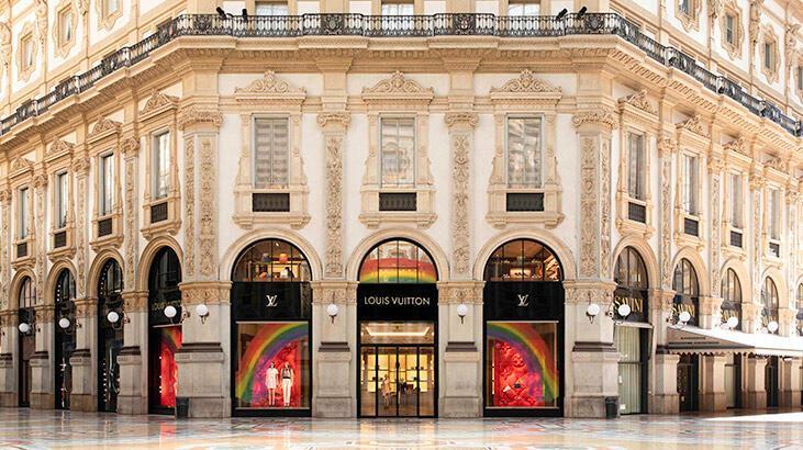 Louis Vuitton kolobratif vitrinleriyle yaza rengarenk giriyor!