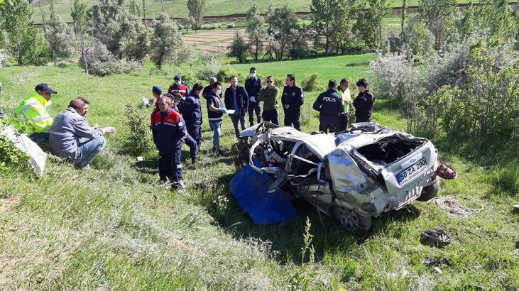 Adana'da uçuruma devrilen otomobilin sürücüsü öldü