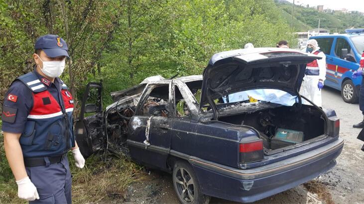 Çay işçilerinin otomobili direğe çarpıp alev aldı! 3 ölü, 1 yaralı