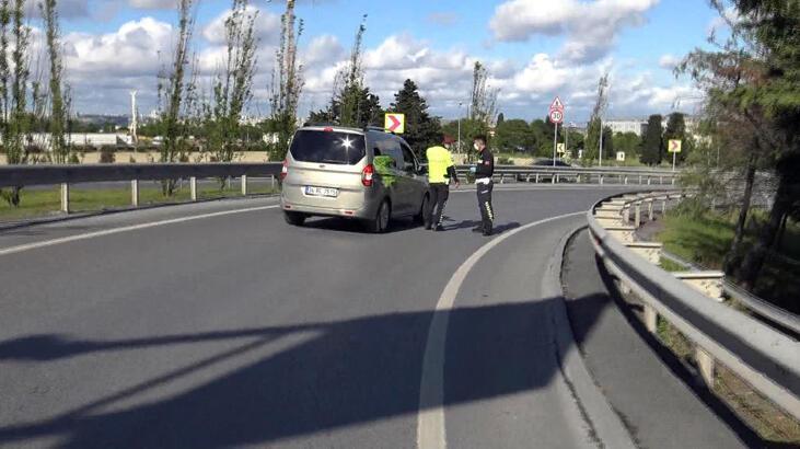 Polis noktasını görünce geri geri kaçmak istedi, çifte ceza yedi