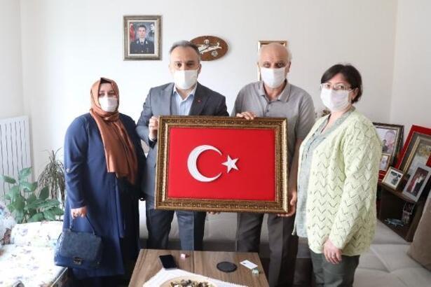 Bursa Büyükşehir Belediye Başkanı Aktaş, şehit ailelerini ziyaret etti
