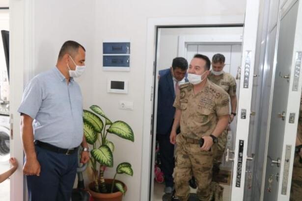 Jandarma komutanından şehit ailelerine bayram ziyareti