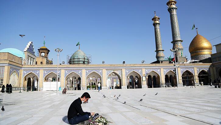 İran'da türbeler ziyarete açıldı.