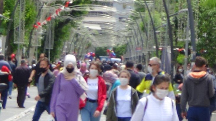 Binlerce kişi oraya akın etti! Kısıtlama sonrası korkutan rehavet görüntüsü