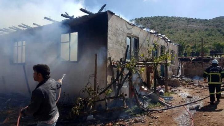 Köyde ev yangını