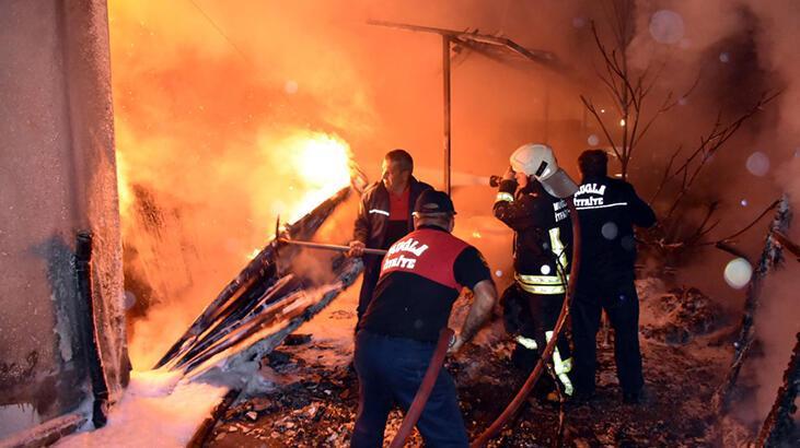 Marmaris'te gece yarısı korkutan yangın! Apartman boşaltıldı