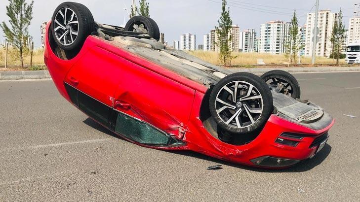 Son dakika... Diyarbakır'da iki otomobil çarpıştı!
