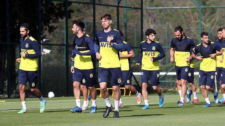 Fenerbahçe'nin korona kampı! Oyuncular odadan çıkmıyor