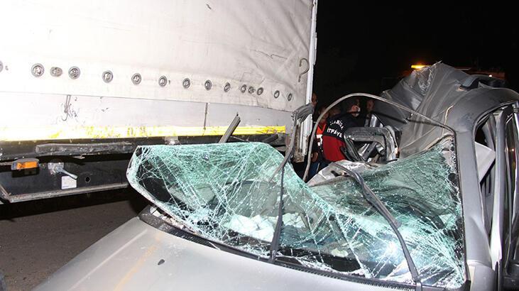 Çok feci kaza! Freni patlayan araç TIR'ın altına girdi