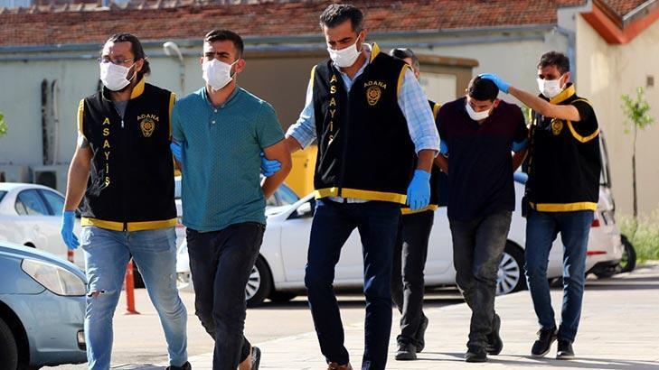 Adana'da 2 kardeş otostop çektikleri otomobili gasbetti!
