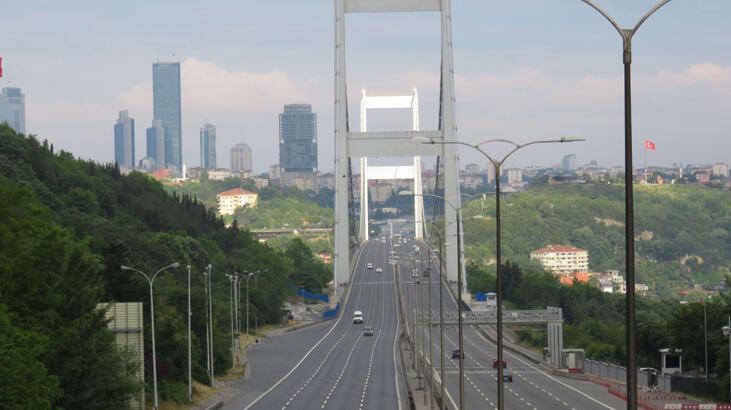 İstanbul'da yollar ve meydanlar boş kaldı