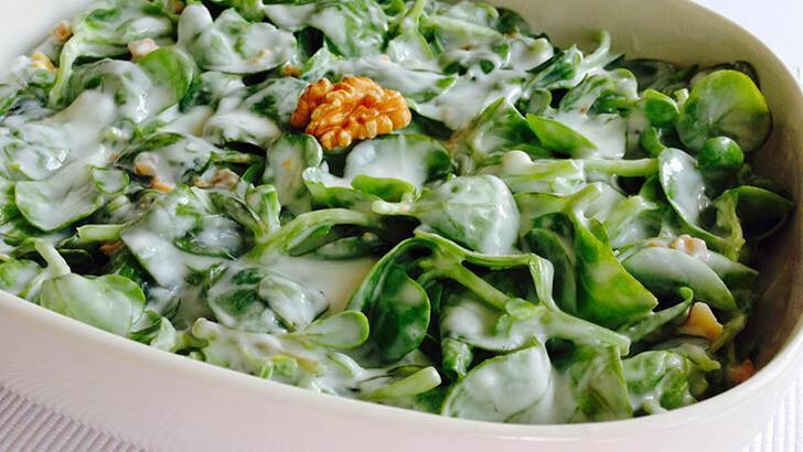 Semizotu salatası tarifi - Yoğurtlu ve sarımsaklı semizotu salatası nasıl yapılır?