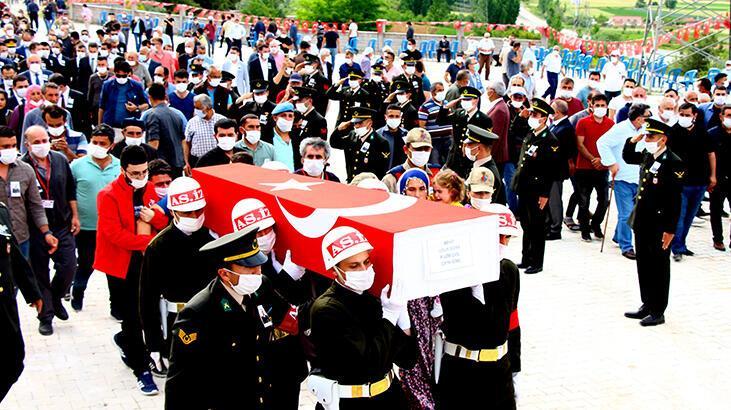 Şehit Uzman Çavuş Bora, gözyaşlarıyla son yolculuğuna uğurlandı