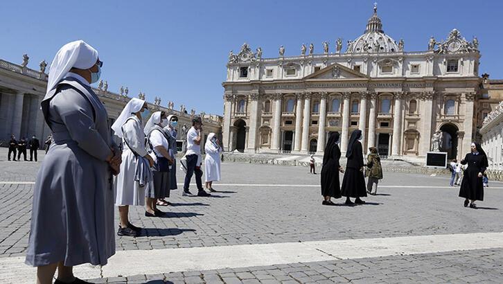 Vatikan'da dini ritüeller yeniden başladı