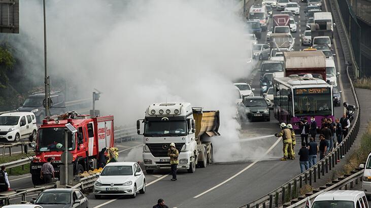 Son dakika! Haliç Köprüsü'nde trafiği kilitleyen yangın...